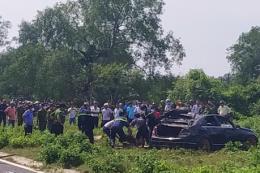 Phát hiện 3 người tử vong trong xe ô tô dưới lòng kênh