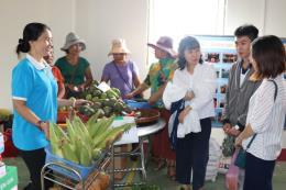 Đa dạng nông sản Việt ở chợ phiên biên giới