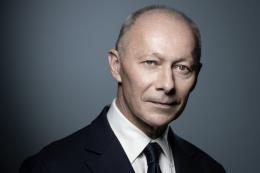 Renault sa thải CEO Thierry Bollore