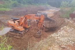 Bình Phước khai quật hàng trăm tấn rác thải đưa đi tiêu hủy