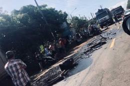 Xe rước dâu đâm trực diện xe tải, hai người bị thương nặng