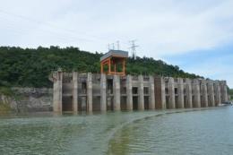 Nước hồ Hòa Bình thấp nhưng vẫn đảm bảo cấp nước sinh hoạt cho hạ du