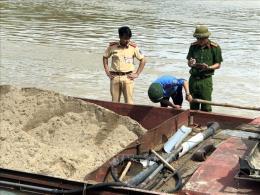 Liên tiếp bắt đối tượng khai thác cát trái phép ở Bắc Ninh