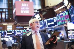Các chỉ số Dow Jones và S&P 500 chốt phiên ở các mức cao kỷ lục