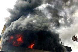 Cháy lớn tại kho nệm mút
