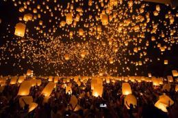 Hàng trăm chuyến bay ở Thái Lan bị hủy nhằm tránh đèn trời