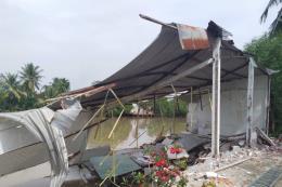 Thêm một căn nhà sụp xuống sông do sạt lở ở Cần Thơ