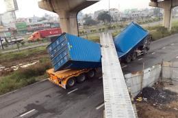 Vụ xe container kéo sập dầm cầu bộ hành: Kết quả đo đạc chiều cao cầu bộ hành