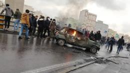 Biểu tình quy mô lớn tại Iran sau tăng giá xăng dầu