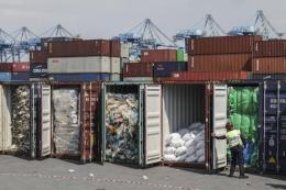 Anh phải nhận lại 42 container rác thải nhựa xuất sang Malaysia