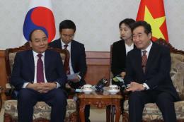 Thủ tướng Nguyễn Xuân Phúc gặp Thủ tướng Hàn Quốc
