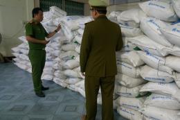 Tạm giữ 5 tấn đường nhập lậu không có hóa đơn chứng từ
