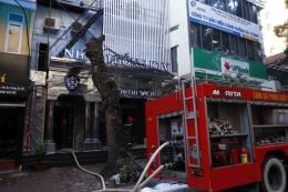 Dập tắt đám cháy tại quán karaoke trên phố Thi Sách, Hà Nội