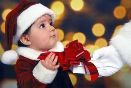 Mẹo chọn quà Noel cho bé theo từng độ tuổi
