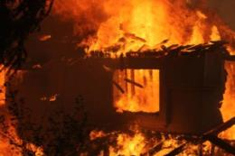 Cháy nhà trong đêm, bốn người trong một gia đình tử vong