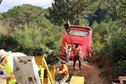 Xe khách lao xuống vực, 15 người may mắn thoát nạn tại Lâm Đồng