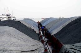 Cảnh sát biển tạm giữ 3.000 tấn than không rõ nguồn gốc