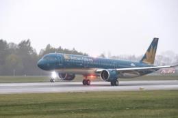 Vietnam Airlines phục vụ cam Canh trên các chuyến bay