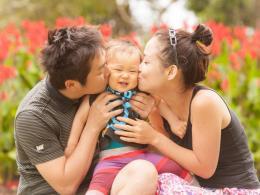 Nhật Bản khuyến khích nam giới nghỉ chăm con sơ sinh