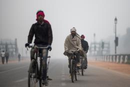 Sương mù dày đặc ảnh hưởng đến hoạt động giao thông tại New Delhi