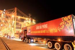 Cảng Hải Phòng đón mã hàng vào thời khắc đầu tiên của năm mới 2020
