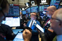 Các chỉ số chứng khoán Mỹ diễn biến trái chiều sau báo cáo lợi nhuận doanh nghiệp