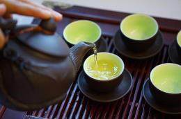 Nâng chén trà khơi nguồn Tết đoàn viên