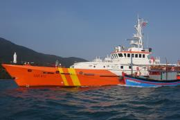Vượt sóng trong đêm cứu nạn thuyền viên tàu cá QB 98532 TS bị hỏng