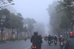 Hà Nội sáng sớm sương mù, trưa chiều hửng nắng