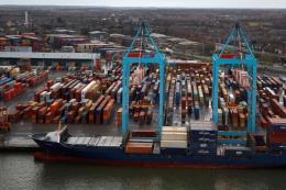 Anh tuyên bố xây dựng 10 cảng để kích thích kinh tế