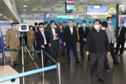 Dịch do virus Corona: Bộ Giao thông kiểm tra phòng chống dịch tại sân bay Nội Bài