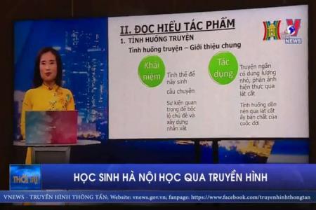 Học sinh Hà Nội học qua truyền hình